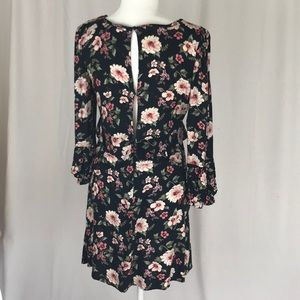 American Eagle Outfitters Dresses - American Eagle 3/4 long sleeve plunge neck dress